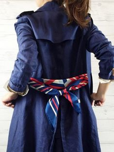 The 7 Best Ideas On How To Wear a Bandana How to wear a bandana is no rocket science at all! These seven styling ideas for your bandana will make you look like a fashion pro in the easiest and chicest possible way. Look Fashion, Winter Fashion, Fashion Outfits, Womens Fashion, Fashion Trends, Ways To Wear A Scarf, How To Wear Scarves, Bandana Styles, Scarf Styles