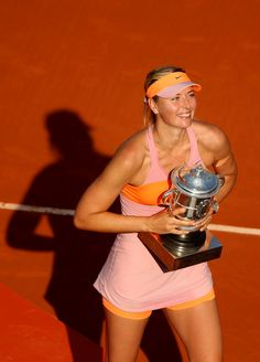 Maria Sharapova Photos: 2014 French Open - Day Fourteen. Maria Sharapova of Russia poses with the Coupe Suzanne Lenglen trophy following her victory in her women's singles final match against Simona Halep of Romania on day fourteen of the French Open at Roland Garros on June 7, 2014 in Paris, France.