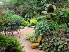 amenagement petit jardin qvec beaucoup de verdure