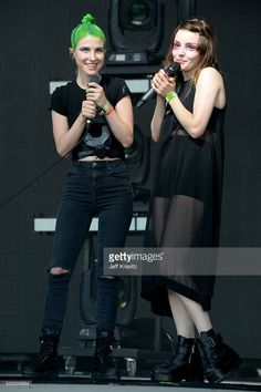 Hayley & Lauren Mayberry(of Chvrches) onstage at bonnaroo festival 2016 Festival 2016, Festival Outfits, Chvrches Lauren Mayberry, Lzzy Hale, Paramore Hayley Williams, I Luv U, Crazy Outfits, Stage Outfits, Woman Crush