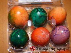Βάψιμο αυγών με χαρτάκια Easter Eggs, Crafts, Decor, Tips, Manualidades, Decoration, Handmade Crafts, Decorating, Craft