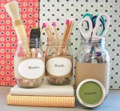 Organized craft room :: Kraft paper labels on mason jars for pencils, scissors, paint brushes. Craft Organization, Craft Storage, House Design Photos, Printable Labels, Printables, Home Interior, Bathroom Interior, Interior Design, Space Crafts
