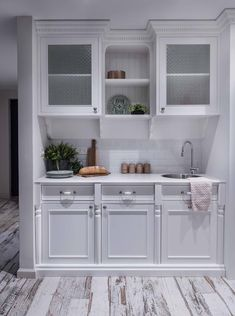 המטבחון במרתף. הפרקט מולבן (צילום: גלעד רדט)