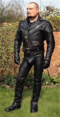 Just a Leather addicted Guy From Germany