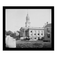 really cool old photo of the courthouse, can you believe the dirt road? wow