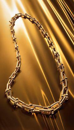Tiffany HardWear graduated link necklace in 18k gold.