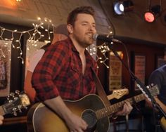 """Singer gives intimate performances of his hits for """"ACM Sessions."""""""