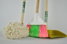 Struggling to keep up with your weekly cleaning schedule? Keep your home spotless with these homesteading tips to stay on you weekly cleaning schedule. Spring Cleaning List, Weekly Cleaning, Deep Cleaning, Cleaning Hacks, Cleaning Supplies, Cleaning Solutions, Cleaning Maid, Office Cleaning, Toilet Cleaning