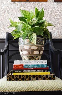 Vintage Eclectic Foyer Styling | Styling a foyer with plants | Vintage Eclectic Foyer with plants | Book styling | Moody Foyers | Black Foyers | Eclectic entrance ways