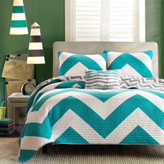 4 Pc Zig Zag Reversible Chevron Bedspread Quilt with Matching Shams and Cushion pillow - Aqua, Black, Pink (Teal/Grey