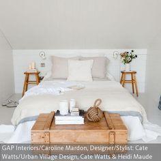 Schon Mit Holz Und Weiß Unter Der Dachschräge Schlafen