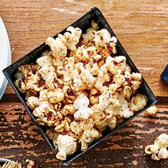 Kettle Corn Recipes: Chile Lime & Maple Cinnamonthose who crave savory, plus a maple version with warming spices for those with a sweet tooth. Recipes Appetizers And Snacks, Yummy Snacks, Snack Recipes, Healthy Recipes, Popcorn Recipes, Dessert Recipes, Healthy Superbowl Snacks, Healthy Treats, Healthy Habits