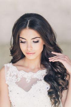 Wedding makeup for brown-eyed brunettes - light wedding makeup with arrows