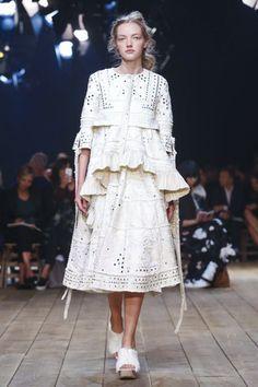Alexander McQueen Ready To Wear Spring Summer 2016 Paris - NOWFASHION