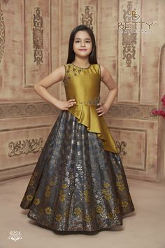 Indian Dresses For Kids, Gowns For Girls, Dresses Kids Girl, Dresses For Teens, Kids Party Wear Frocks, Gown Party Wear, Kids Dress Wear, Kids Gown, Kids Blouse Designs