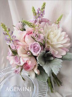 ルピナスのクラッチブーケ Wedding bouquet - AGEMINI