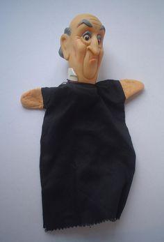 Oude man. Poppenkastpop. Rubberen pop. Handpop. Old man puppet. Black dress. Judge? Rechter? pacynka gummi plastic  marionetka