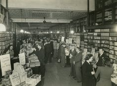 Interior of Angus & Robertson booksellers, Castlereagh Street, Sydney, 1946 / photographer Bradford Pty Ltd Historical Quotes, Historical Images, Australian Photography, The 'burbs, Old Photos, Vintage Photos, East Coast, Past, Street View