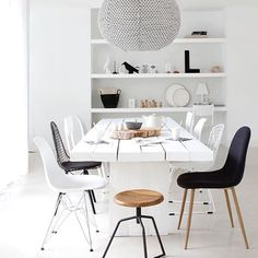 Love this stunning dining space! The beautiful home of @studio.ww , @jeltje_fotografie . #diningroom #interiorstyling #nordichome #nordicinspiration