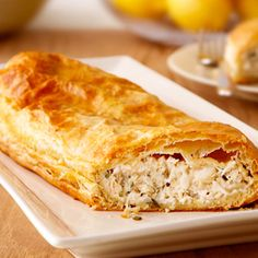 Crab Strudel Turn on the oven.you won't want to wait to try this fabulous appetizer made with seasoned crab meat, & lots of cheese and flaky puff pastry. Seafood Dishes, Seafood Recipes, Appetizer Recipes, Cooking Recipes, Fish Recipes, Seafood Meals, Party Appetizers, Fish Dishes, Vegetable Recipes