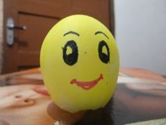 Egg Shell Painted As Smiley #eggshelldecor #eggshellcraft
