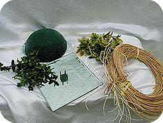 bloemstukje met buxus en Helleborus bloemstukje, maken, hobby, buxus bloemstukje met buxus en Helleborus bloemschikken bloemen winter soorten bloemen