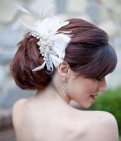 Vintage wedding hair accessories for an elegant bride Flower Hair Clips, Flowers In Hair, Vintage Bridal Hair, Wedding Hair Accessories, Head Accessories, Vintage Accessories, Fashion Accessories, Passementerie, Elegant Bride