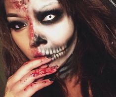 Halloween makeup discovered by R_3_ on We Heart It Halloween Tumblr, Cool Halloween Makeup, Halloween Looks, Halloween Town, Halloween Ideas, Halloween Decorations, Terrifying Halloween, Scary Costumes, Halloween Costumes