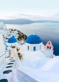Our complete guide to Santorini. Everything you need to know when you visit Santorini for the first time. The most popular of the greek islands, Santorini. Santorini Travel, Santorini Greece, Greece Travel, Santorini Honeymoon, Greece Vacation, Thessaloniki, Costa Rica, Things To Do In Santorini, World Of Wanderlust