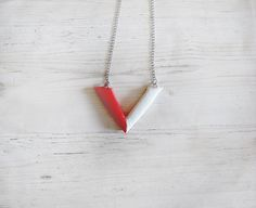 Modern V cold porcelain necklace red and white elegant design pendant necklace necklace for women jewelry stores jewellery fashion