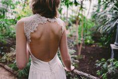 Robe de mariee Lyon Caroline Takvorian robe dos nu dentelle Jeanne l Photo Robin et les super heros l La Fiancee du Panda blog mariage