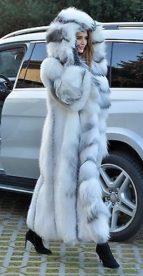fur fashion directory is a online fur fashion magazine with links and resources related to furs and fashion. furfashionguide is the largest fur fashion directory online, with links to fur fashion shop stores, fur coat market and fur jacket sale. Long Fur Coat, Fabulous Furs, White Fur, Fur Fashion, Fox Fur, Fur Collars, Fur Jacket, Valentino, Style Guides