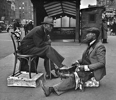 Shoeshine, Harlem New York, 1936 John Gutmann Old Pictures, Old Photos, Vintage Photos, Harlem New York, Harlem Nyc, A New York Minute, S Bahn, Vintage New York, Vintage Black