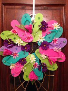 Flip flop wreath by EssenceOfEssie on Etsy