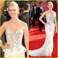 Still one of my favorite dresses of all time. January Jones in Atelier Versace at the 2009 Emmy's.