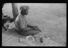 Migrant worker having supper, Belcross, NC, 1940. Library of Congress FSA/OWI photograph collection.