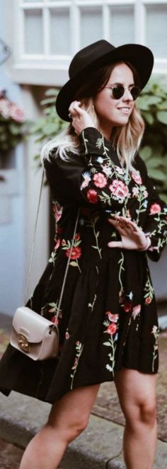 A Black Embroidery Dress is now available at Pasaboho. ❤️ This boho hippie style dress exhibit brilliant colours with beautiful embroidered f… Floral Fashion, Trendy Fashion, Boho Fashion, Fashion Dresses, Vintage Fashion, Fashion Trends, Style Fashion, Fashion Clothes, Womens Fashion