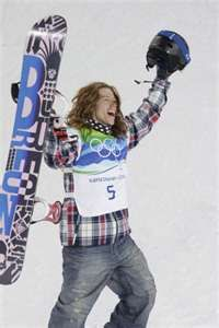 Shaun White-such an inspiration to kids with CHDs! You really can achieve anything you set your mind to! Athlete Costume, Shaun White, Riders On The Storm, Famous Sports, X Games, Olympic Athletes, World Of Sports, Sports Stars, Team Usa