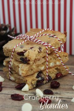 Cranberry White Chocolate Blondies Holiday Desserts, Fun Desserts, Delicious Desserts, Dessert Recipes, Bar Recipes, Blondie Dessert, Dessert Bars, White Chocolate Blondies, Chocolate Heaven