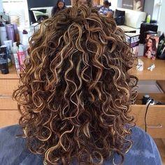 devacurl # devacut #curlyhairspecialist #pinturacolor