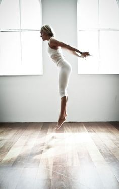 Burpee meets Yoga: Leandra Medine und Christy Turlington sind Fans des schweißtreibenden Fitnesstrends aus New York. Christy Turlington, Burpees, Photo Recreation, Easy Meditation, New York, Fitness Studio, Yoga Fashion, I Work Out, Body Weight