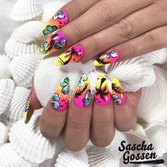 Holiday ready!  Love the Lecenté neon powders. Handpainting with OrgasmicCOLOR paint, available @pikanails #instanails #nailstagram #inspiration #summernails #holidaynails #neon #neonnails #Lecenté #laprofilique #nail #nails #nailpro #nailtech #nailaddict #nailaddict #nailswag #nailsalon #nails2inspire @lovelecente @laprofilique