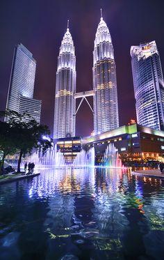 Die Petronas Towers in Kuala Lumpur, Malaysia.
