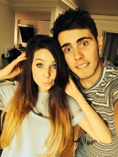 Zoe Sugg and Alfie Deyes British Youtubers, Famous Youtubers, Youtube Vines, Youtube Stars, Pointless Blog, Miranda Sings, Zoe Sugg, Joey Graceffa, Connor Franta