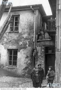 Jewish children in the Kraków ghetto. 1939-11, Kraków, Poland
