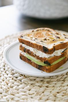 Every day we say to ourselves, raisins cannot get any better. And then, something like this comes along: TRIPLE DECKER RAISIN BREAD breakfast sando. 🤯
