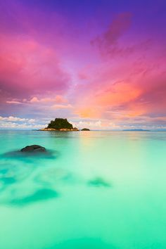 Sunset on Ko Lipe island, Thailand - ©Kimberley Coole www.coolephotography.co.uk/blog/island-life-on-ko-lipe/