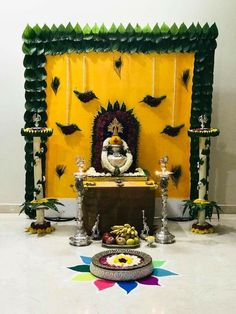 Satyanarayan Pooja Decoration Ideas At Home Backdrop Decorations, Diwali Decorations, Festival Decorations, Flower Decorations, Backdrops, Ganpati Decoration At Home, Indian Decoration, Ganesh Chaturthi Decoration, Housewarming Decorations