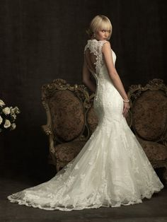 fantastic cut out back and lace dress...very romantic..