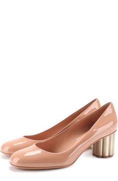 Женские бежевые лаковые туфли lucca на фигурном каблуке SALVATORE FERRAGAMO — купить за 40670 руб. в интернет-магазине ЦУМ, арт. 672735